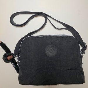 Bess Crossbody Bag in Classic Basic Black